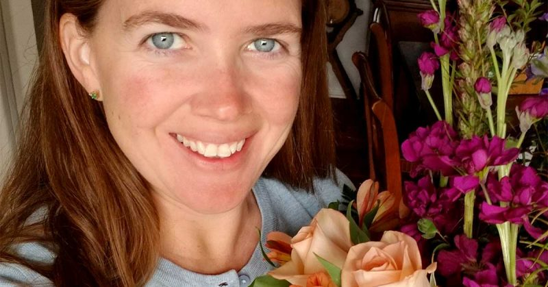 A close-up picture of MilSpouse Lizann holding flowers.